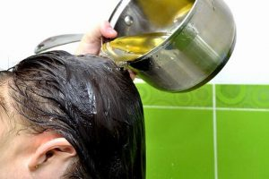 Mẹo gội đầu bằng cỏ mần trầu tại nhà ngăn rụng tóc hiệu quả