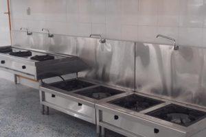 Bếp hầm và bếp xào  đều có những thiết kế phù hợp với từng công năng của chúng.