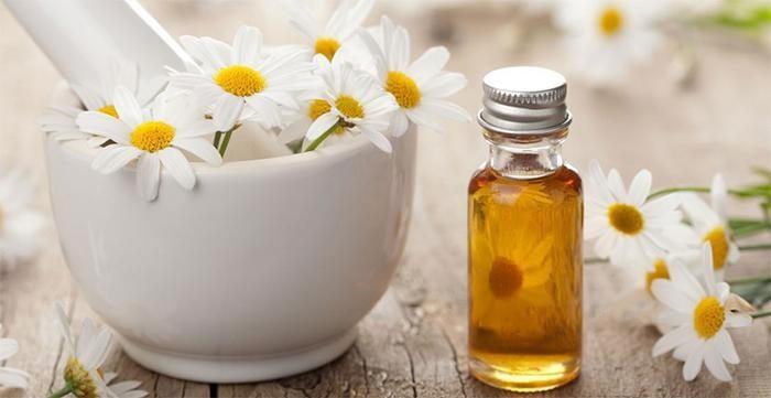 Với chiết xuất hoa cúc, kem chống nắng Oribe vừa giúp bạn chống nắng hiệu quả, vừa dưỡng trắng cho làn da