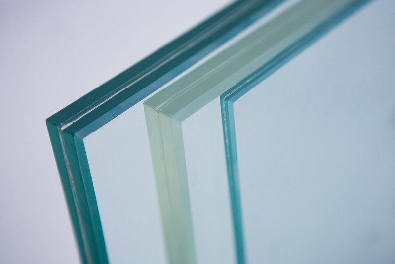 Vật liệu kính được sử dụng phổ biến trong thiết kế nội thất và nhiều công trình kiến trúc
