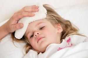 Hướng dẫn cách chăm sóc trẻ khi bị sốt tại nhà